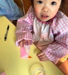 折り紙あそび〈1歳児〉 令和3(2021)年3月9日
