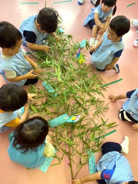 笹飾りと七夕壁面製作〈2歳児〉 令和3(2021)年7月5日